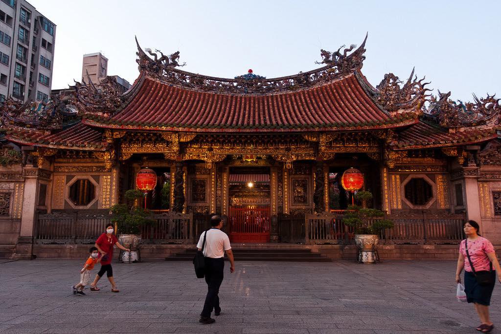 Longshan Temple, Taipei - by Lian Chang - diametrik:Flickr
