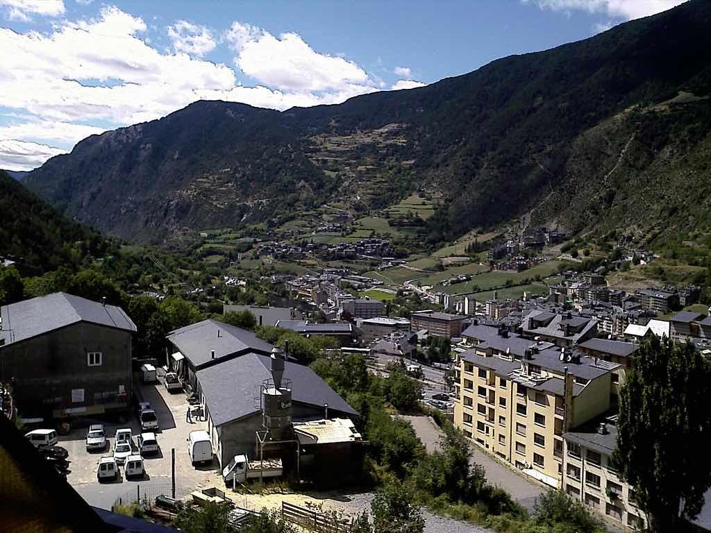 Encamp, Andorra - by Fran Ontanaya :Flickr