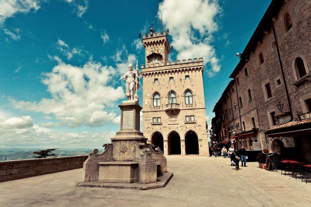 Piazza della Liberta and Palazzo Pubblico - by Matteo Paciotti | Photography /Flickr