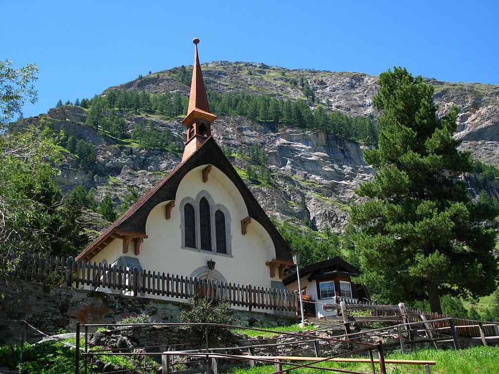 St Peter's (English Church), Zermatt - by Andrew Bossi - Thisisbossi:Wikimedia
