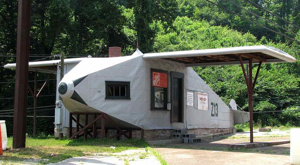 Airplane Service Station, Tennessee - Brian Stansberry - Bms4880:Wikimedia