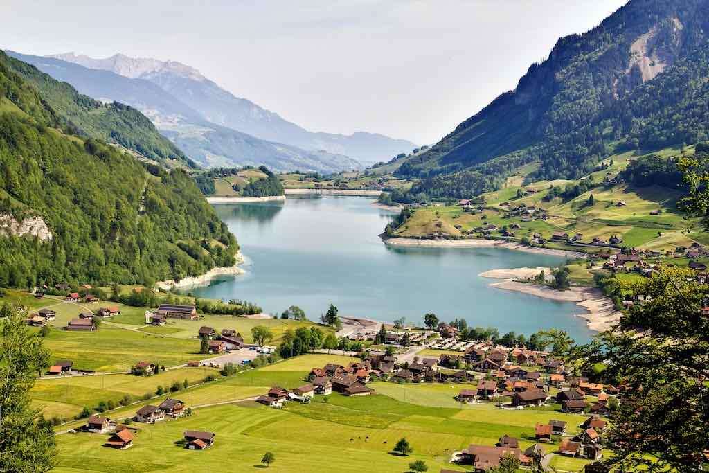 Lake near Interlaken, Switzerland - by Artur Staszewski :Flickr.com