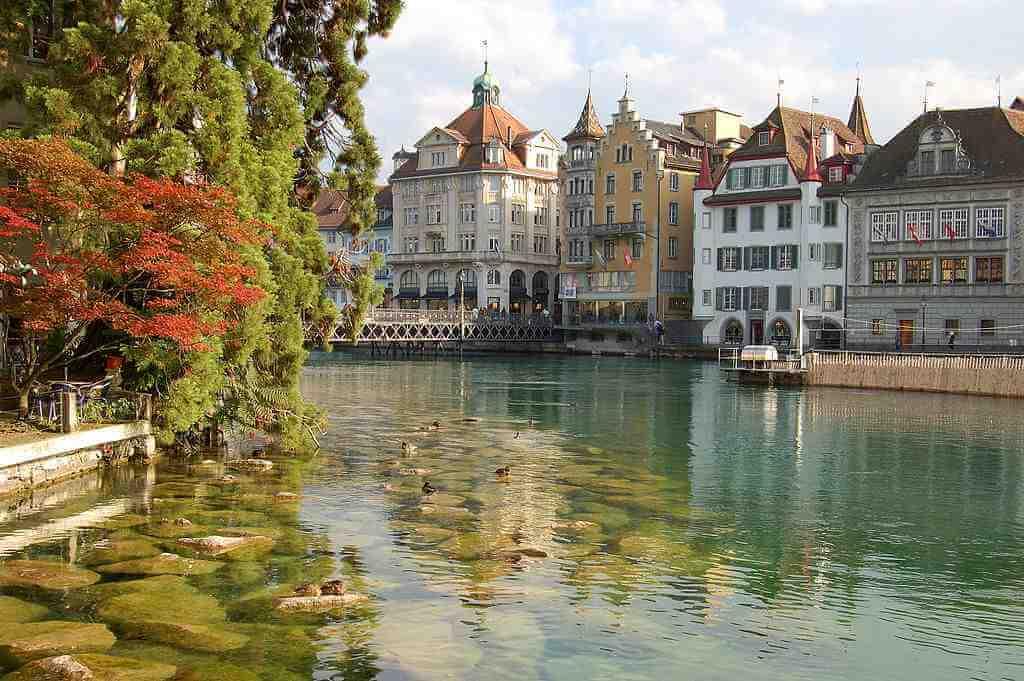 Lucerne Old Town -by Simon Koopmann/Wikimedia.org