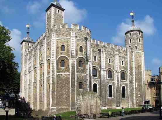 Tower of London, England -by Bernard Gagnon/Wikimedia.org