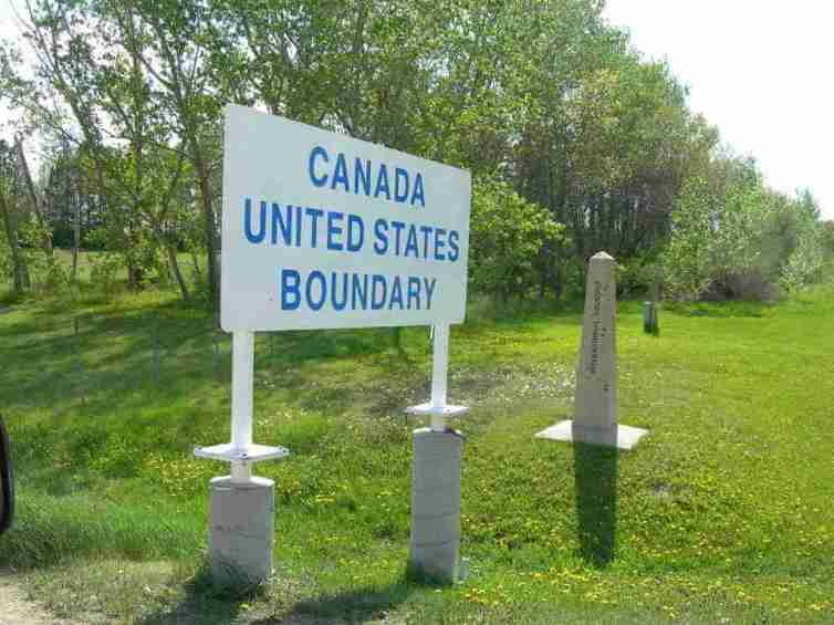 Canada United States Boundary -by Jimmy Emerson DVM/Flickr.com