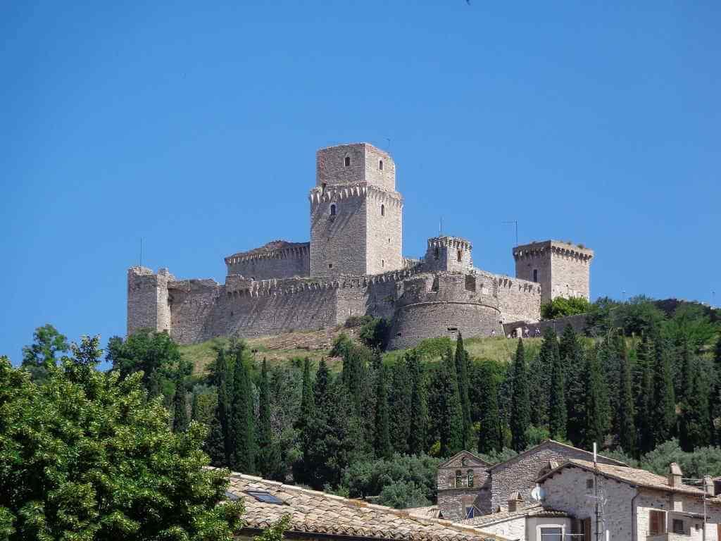 Rocca Maggiore -by Superchilum/Wikimedia.org