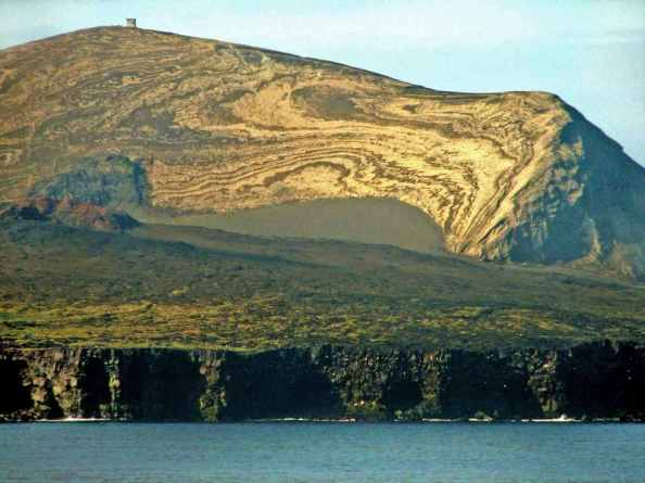 Surtsey Island -by CanonS2/Wikimedia.org