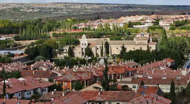 Monasterio de la Encarnación -by AdriPozuelo/Wikimedia.org