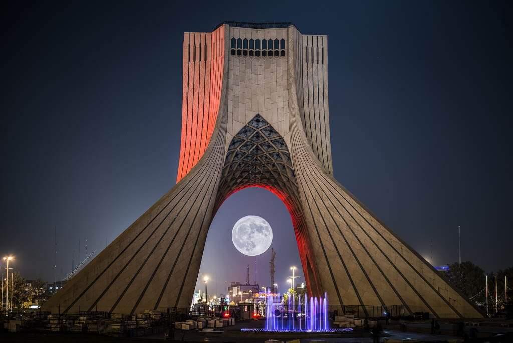 Azadi Tower -by احمد جمالی مقدم /Wikipedia.org