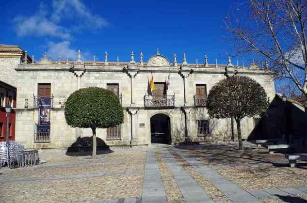Casa de los Deanes (Provincial Museum) -by David Perez/Wikimedia.org