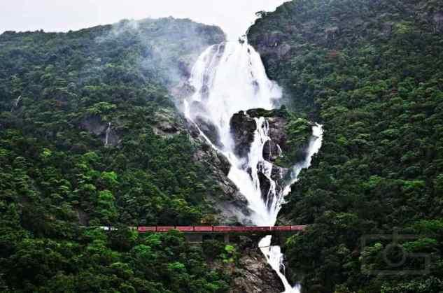 Dudhsagar Falls -by Sangam Anil Naik/Wikipedia.org