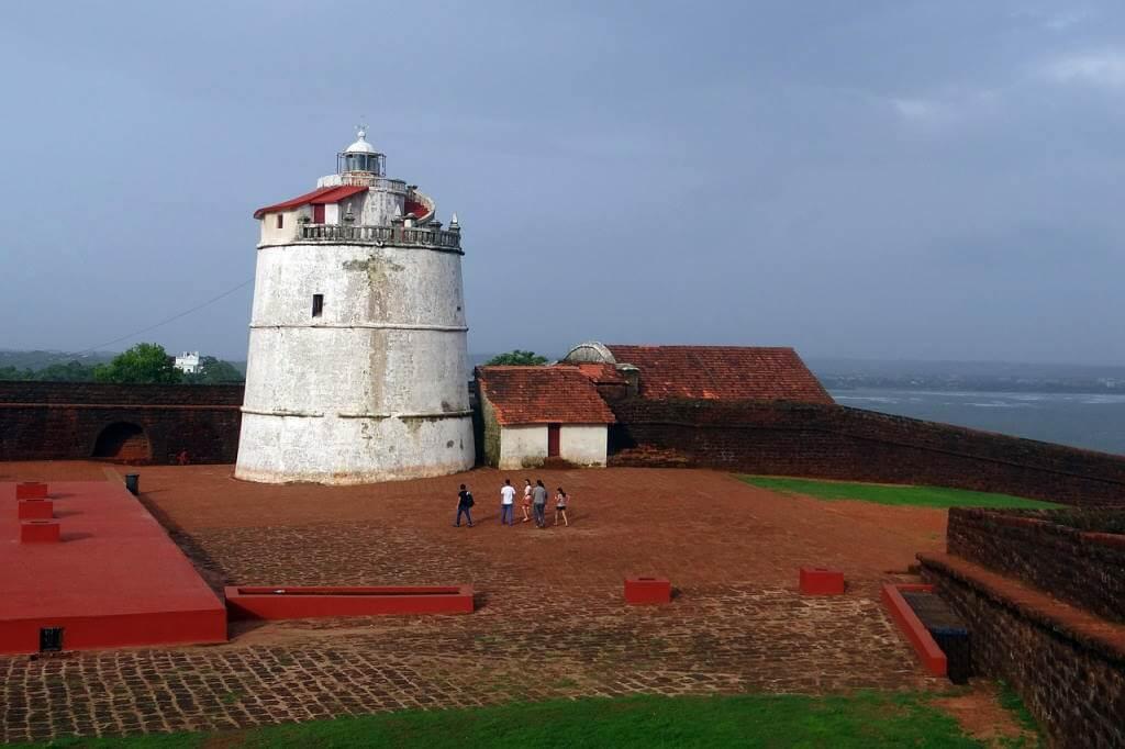 Fort Aguada -by sarangib/Pixabay.com
