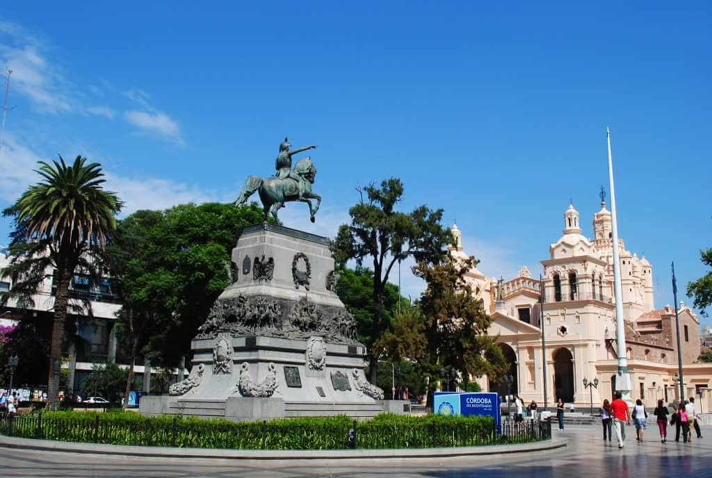 Plaza San Martin -by Rafael Bravo/Flickr.com
