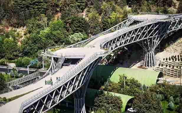 Tabiat Bridge -by Hamidreza Darjani/Wikimedia.org