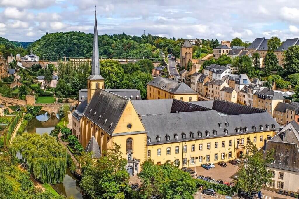 Luxembourg -by djedj/Pixabay.com