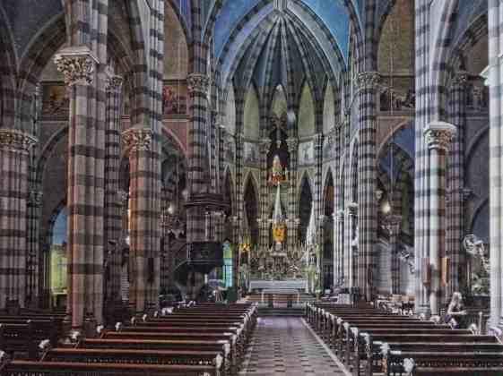 Iglesia de la Sagrada Corazon -by Cesar Hugo STORERO/Flickr.com