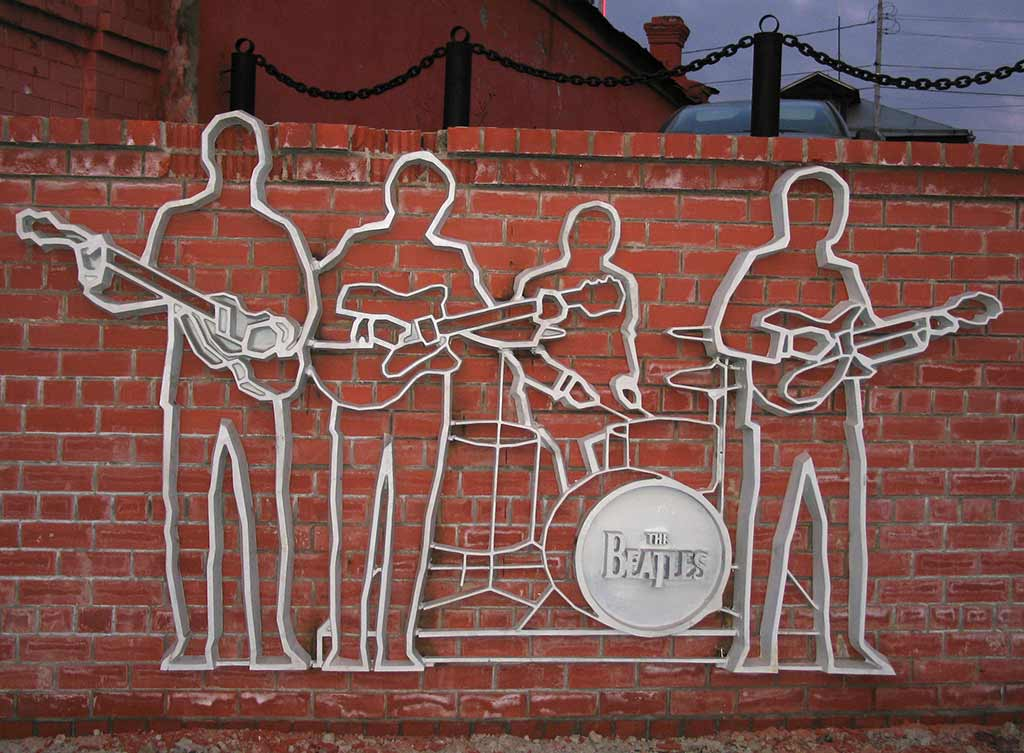 Beatles Monument, Yekaterinburg - by yachmenev / Flickr.com
