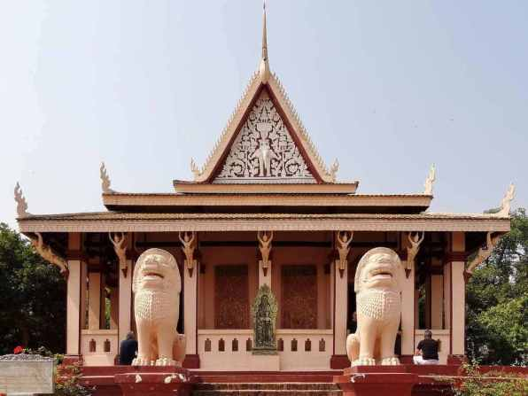 Wat Phnom -by Olaf Tausch/Wikimedia.org