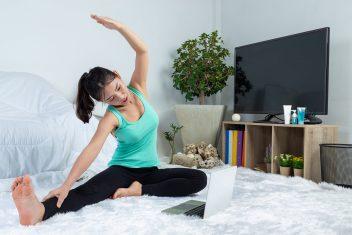 foto-de-mulher-se-exercitando-em-casa