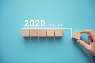 foto-de-quadrados-de-madeira-completando-um-retangulo-que-representa-o-ano-de-2020