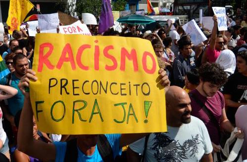 http://localhost/cebrapaz_joomla/wp-content/uploads/2016/12/wp-content.bluebus.com.br_wp-content_uploads_2013_04_protesto-contra-feliciano-bluebus.jpg