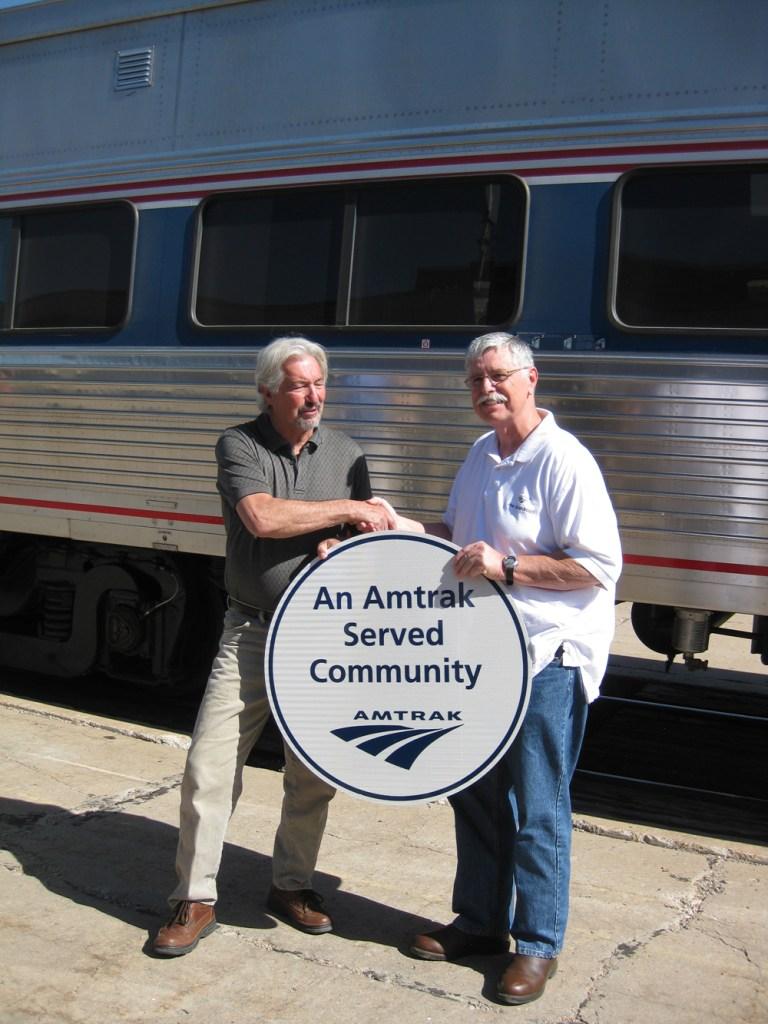 La Junta Mayor Lynn Horner (left) shakes hands and poses with Amtrak CEO and President Joe Boardman (right)