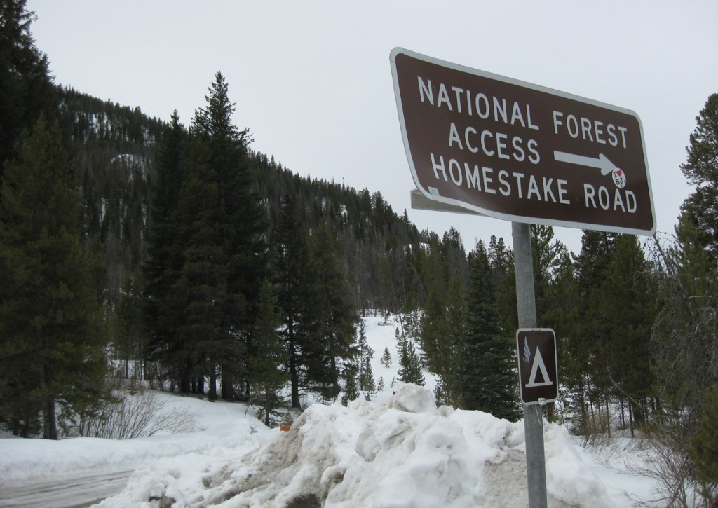 A sign points the snowy way to the Homestake Reservoir.