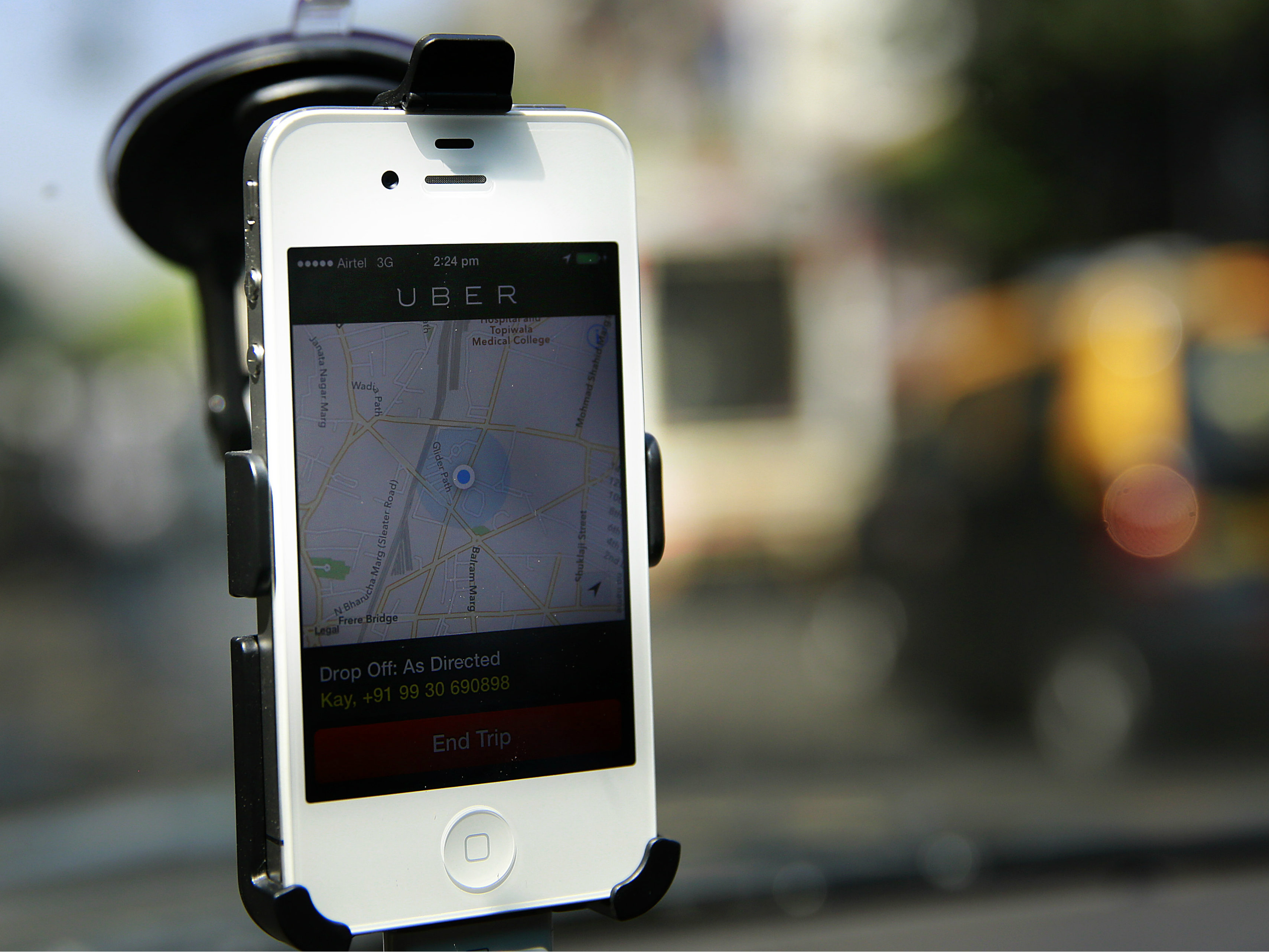 <p>In this April 3, 2014 photo, a smartphone is mounted on the glass of an Uber car.</p>