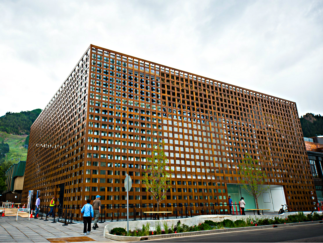 <p>Exterior wooden lattice surrounds the news Aspen Art Museum designed by Japanese architect Shigeru Ban.</p>
