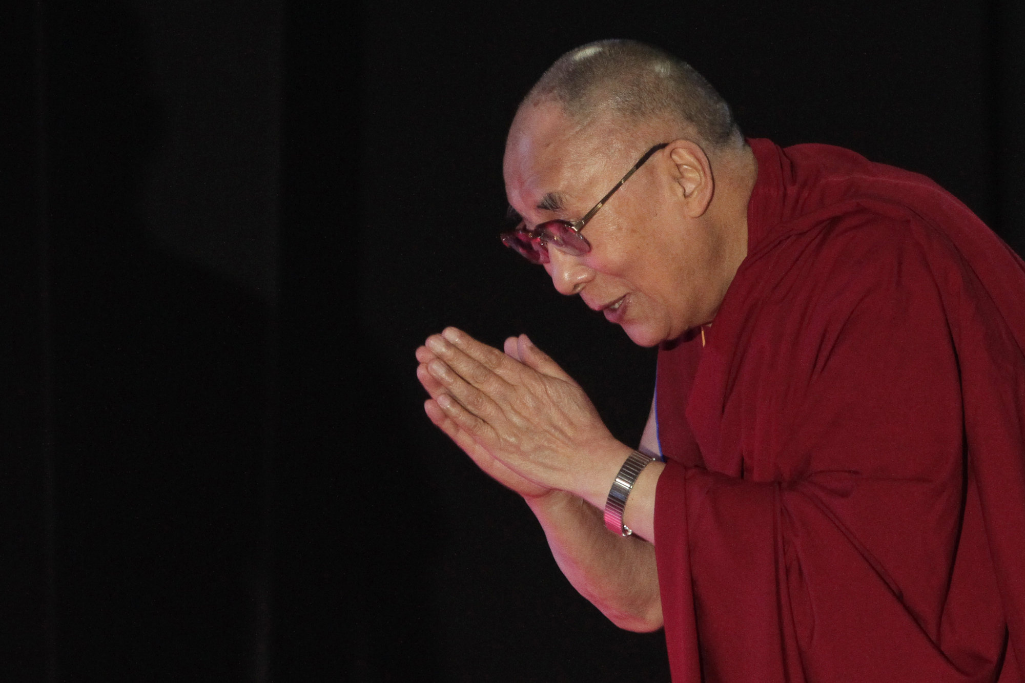 "<p>Tibetan spiritual leader the Dalai Lama greets the audience as he arrives to speak on ""A Human Approach to World Peace"" at Presidency College in Kolkata, India, on Jan. 13, 2015. </p>"