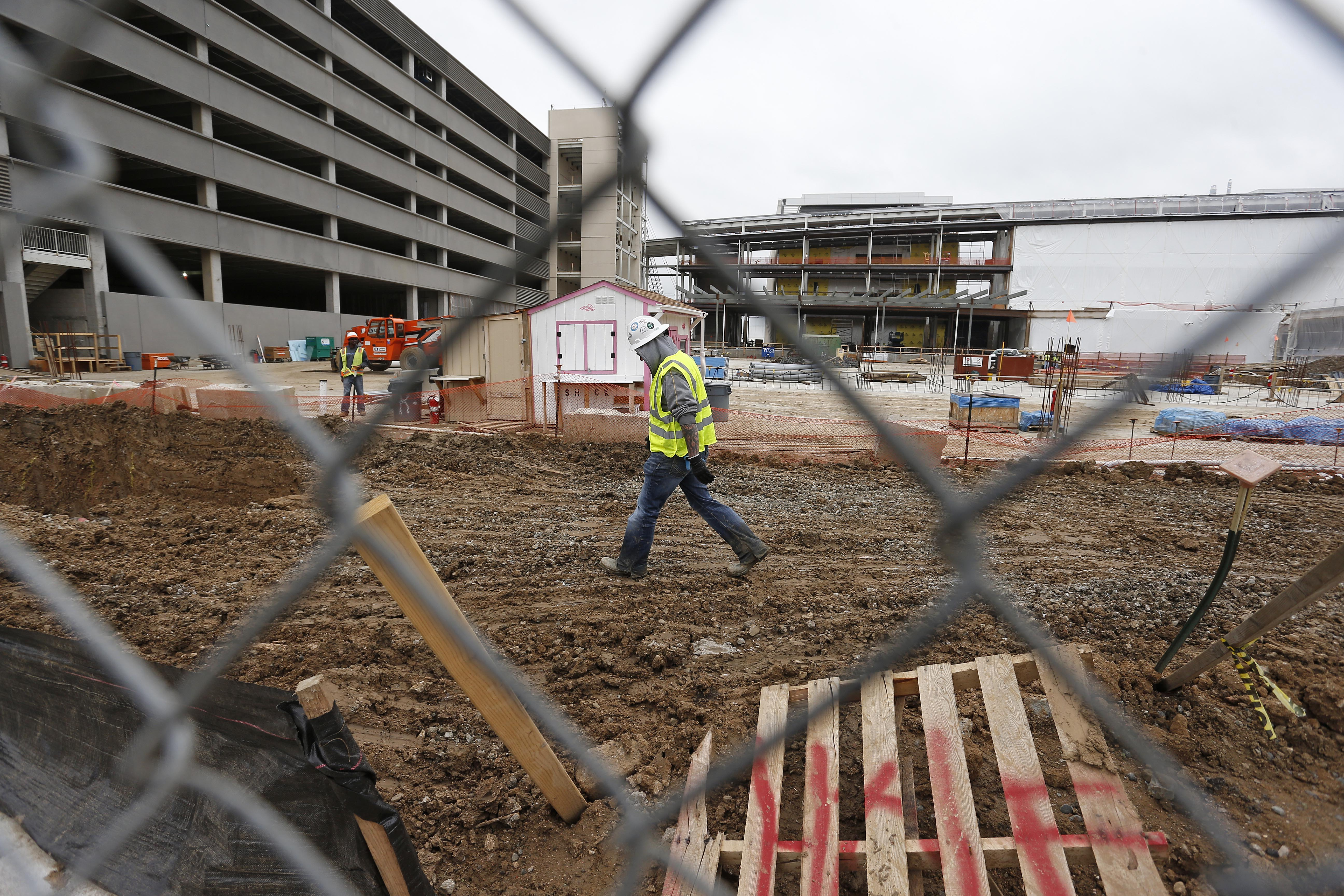 <p>In this May 21, 2015 file photo, members of a construction crew work at the site of the new Veterans Administration hospital complex, in Aurora, Colo.</p>