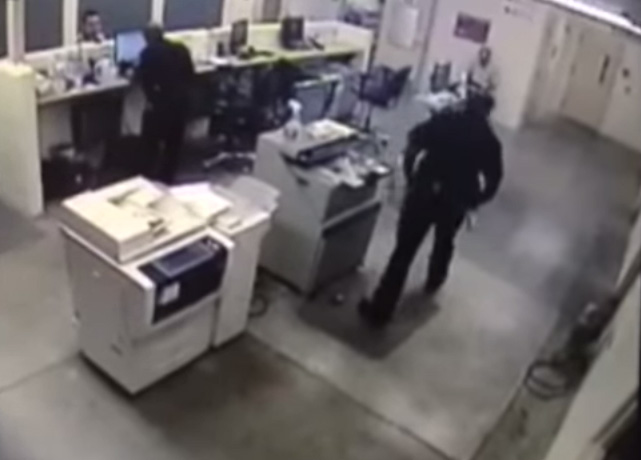 """<p>In this screenshot,<span style=""""line-height: 1.66667em;"""">Deputy Thomas Ford walks over to inmate Kyle Askins before striking him in the face.</span></p>"""