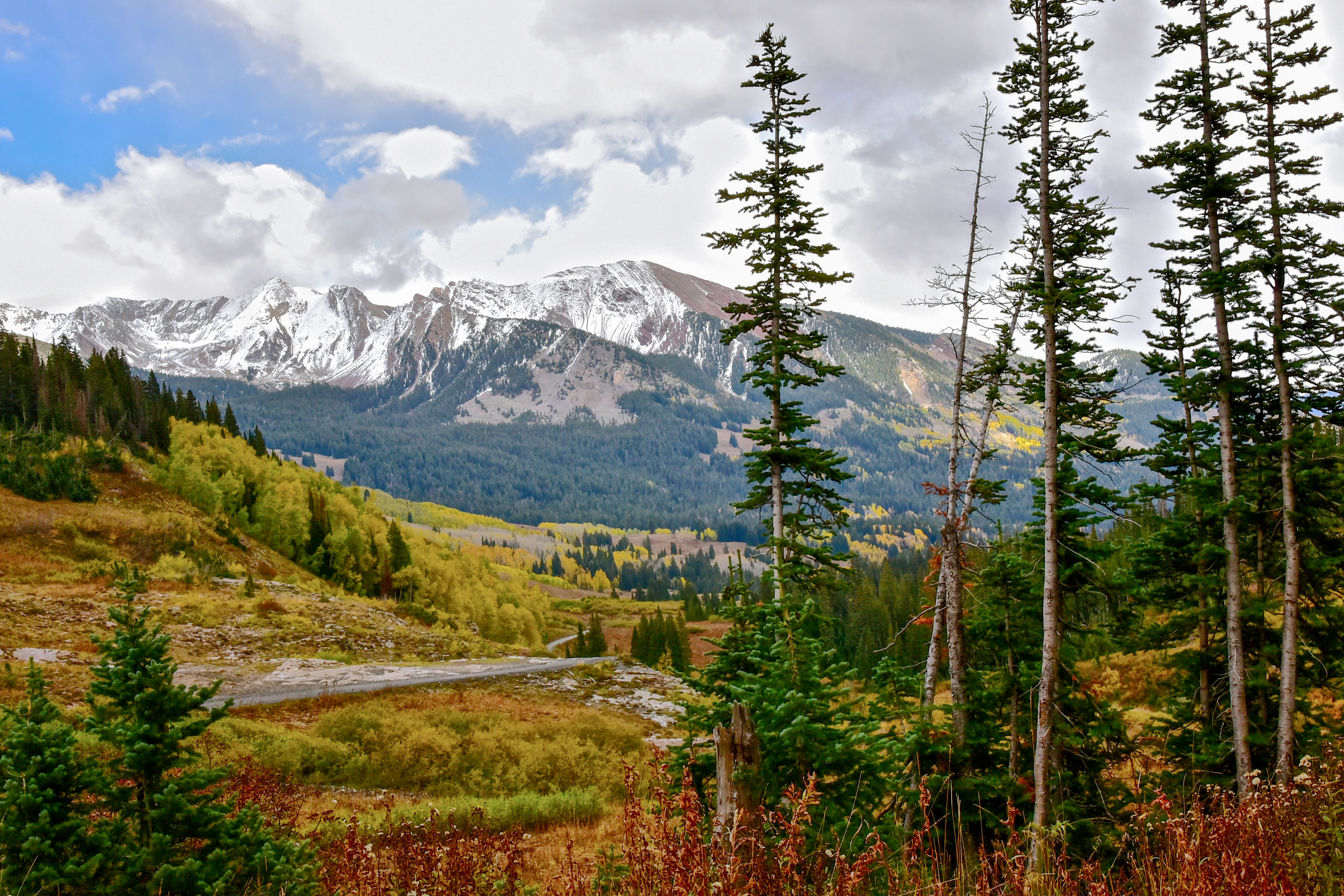 <p>The mountains aroundSchofield Pass and Paradise Divide, near Crested Butte, Colo., show a dusting of snow, Sept. 29, 2017.</p>
