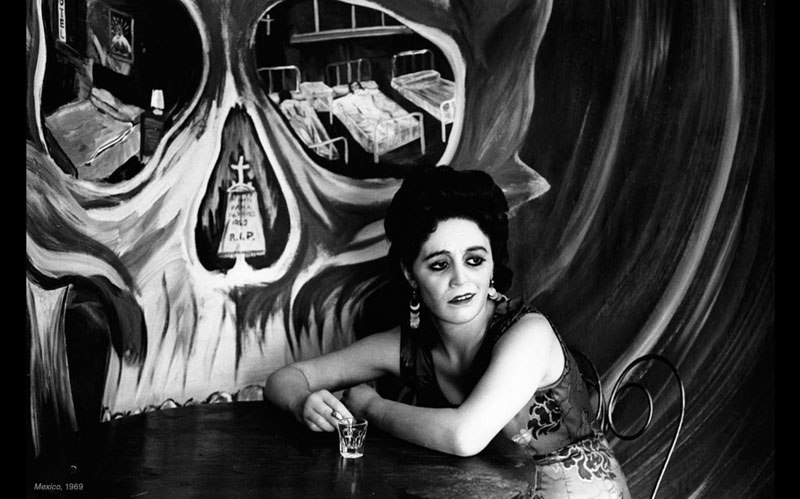 """<div>""""El Brindis Remixed"""" examines Mexican drinking culture through photographs like this 1969 image byGraciela Iturbide.</div>"""