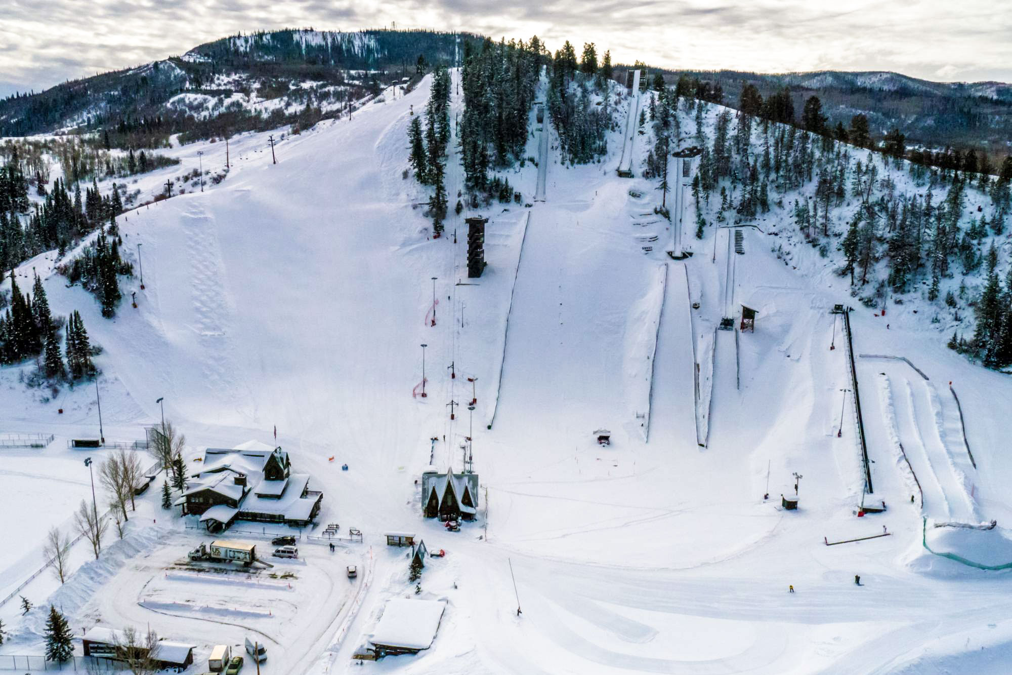 <p>HowelsenHill ski area is part of a city-owned park in the heartof Steamboat Springs, Colo.</p>