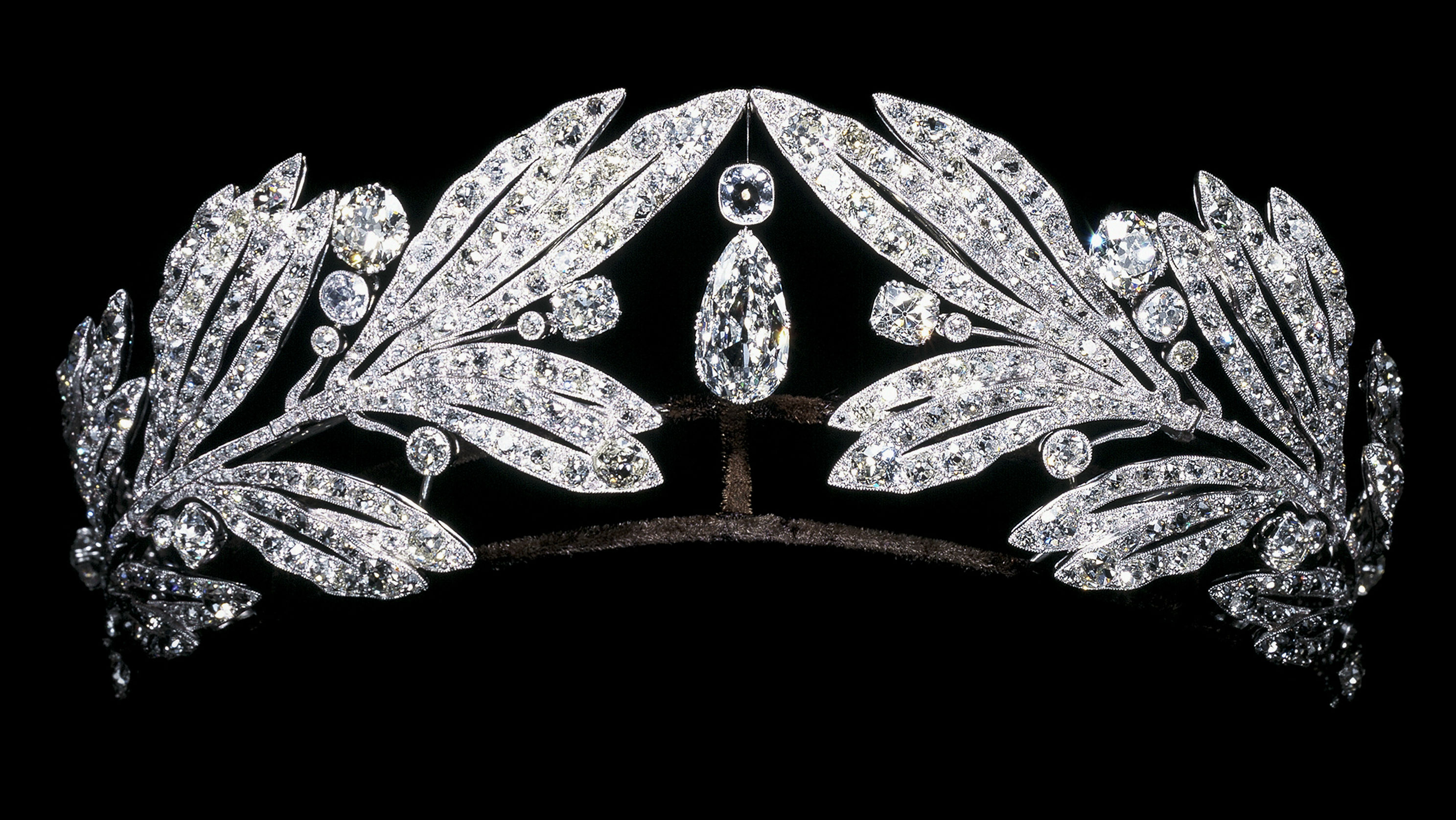 <p>Laurel leaf tiara owned by Marie Bonaparte. Cartier Paris (1907). Platinum and diamonds.</p>