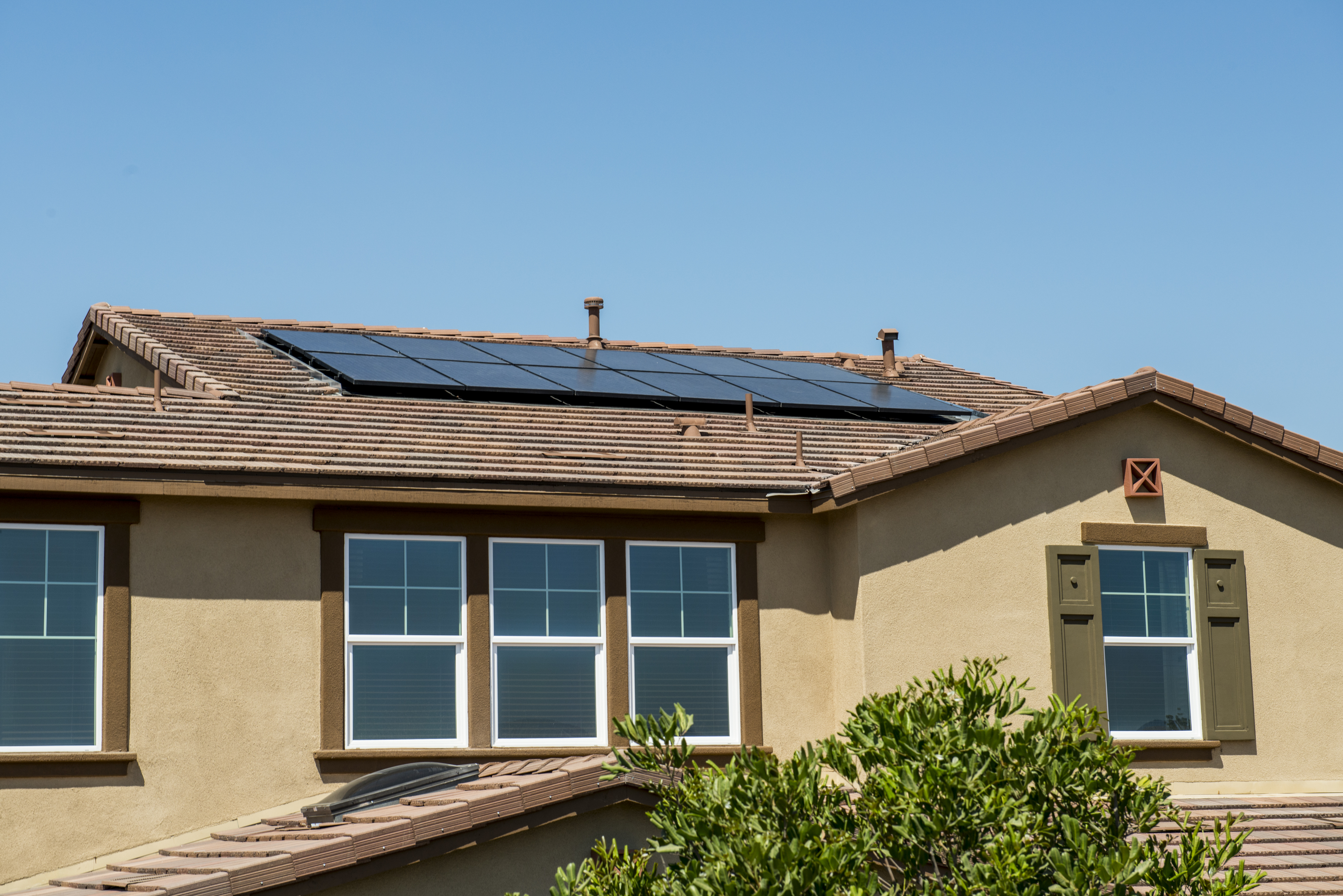 <p>Rooftop solar panels on a Lennar home.</p>