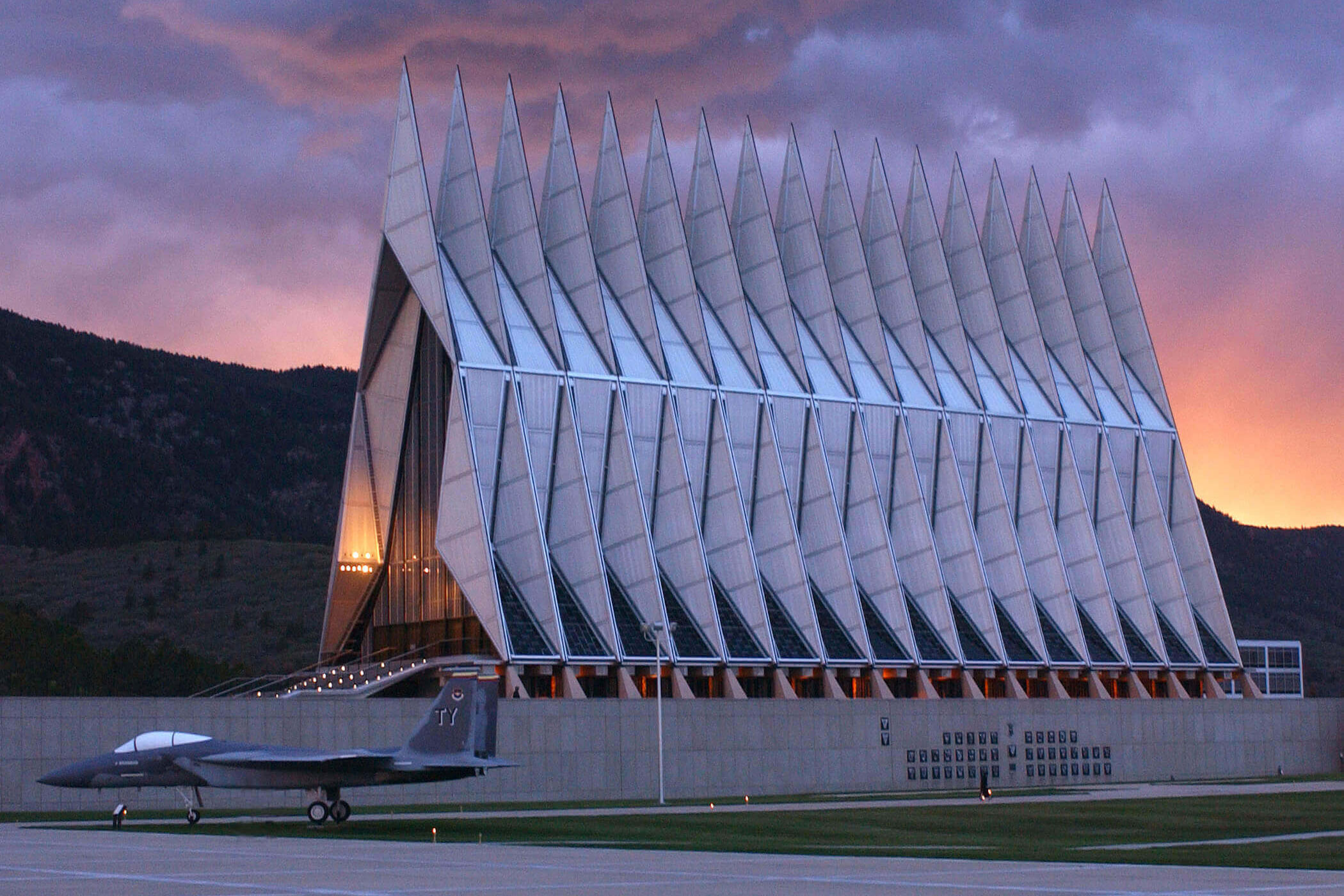 <p>The iconic multi-faith Cadet Chapel was designed by Walter Netsch and completed in 1962.</p>
