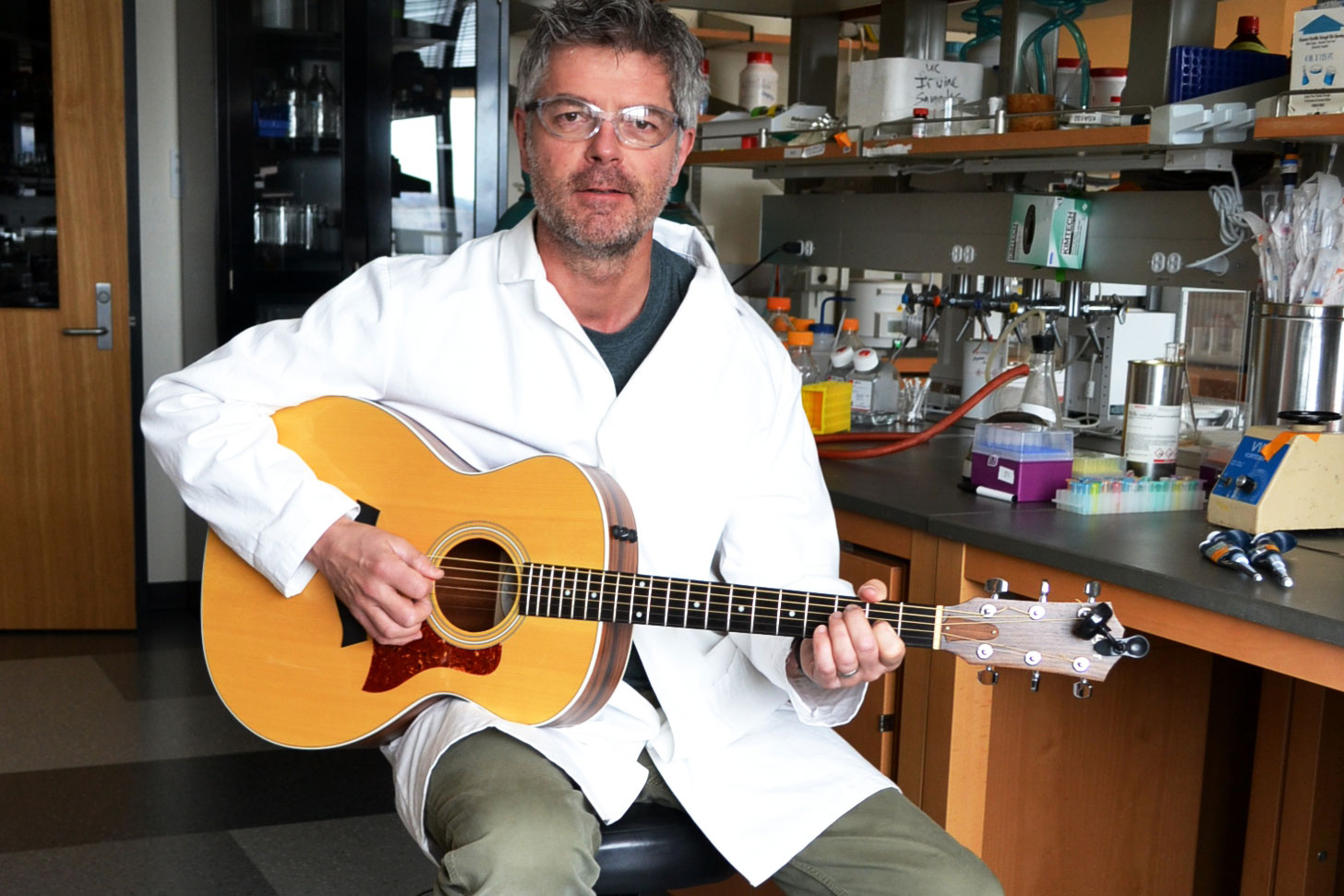 <p>Biological chemist and Fulbright Scholar Colin Campbell plays the bagpipes, guitar and molecules.</p>