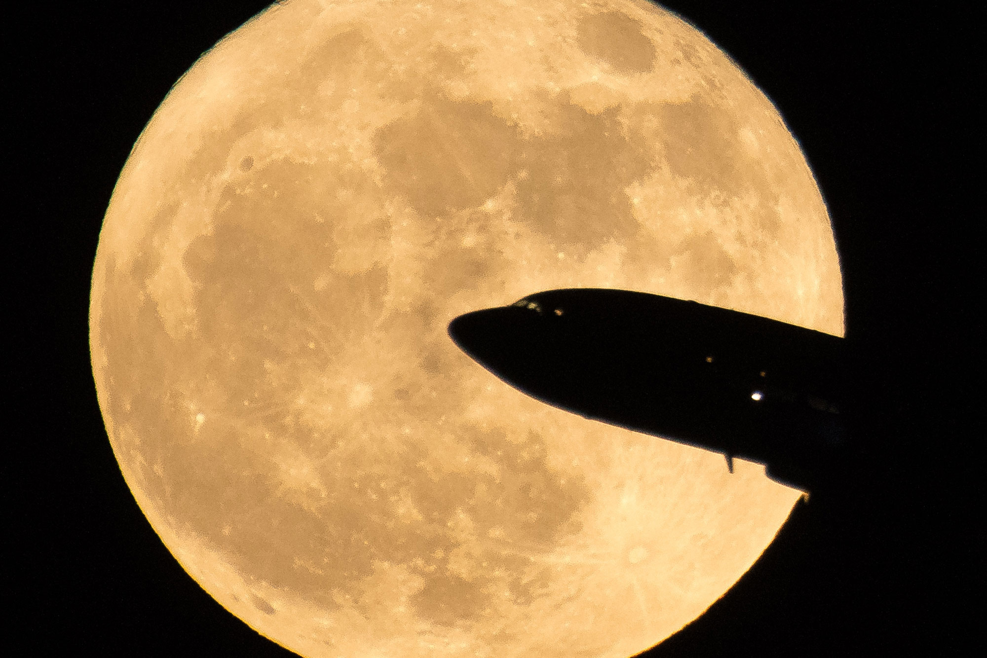 <p>An aircraft taking off from Ronald Reagan National Airport is seen passing in front of the Moon as it rises, Sunday, Dec. 3, 2017 in Washington, D.C.</p>