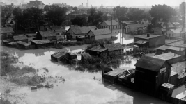 Flood waters near the 23rd Street viaduct in Lower Downtown, Denver, in 1933. (Harry Mellon Rhoads/Western History and Genealogy Department/Denver Public Library