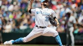 Colorado Rockies starting pitcher Tyler Chatwood (32) delivers a pitch during the fifth inning against the San Francisco Giants at Coors Field. (Chris Humphreys/USA TODAY Sports)