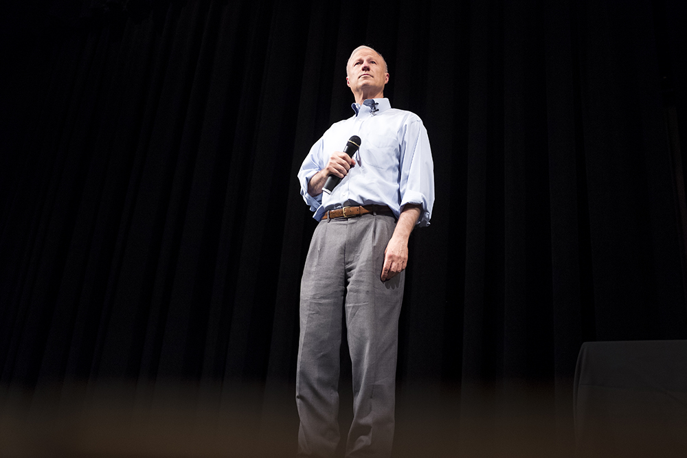 Mike Coffman holds his second town hall meeting of this legislative session, Aug. 1, 2017. (Kevin J. Beaty/Denverite)  mike coffman; copolitics; denver; denverite; colorado; politics;