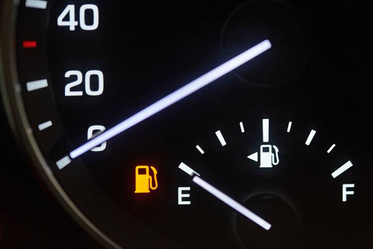 Por qué mi carro gasta mucha gasolina