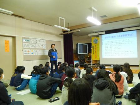 L.平出美彦学校の先生です。