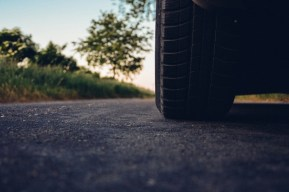5 Things to look out for when driving road car tire