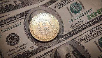 ¿Cuánto es el mínimo para comprar en Bitcoin?