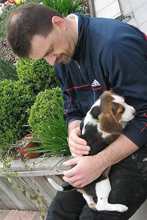 Met de jonge hond 'Milo', een Beagle, van Gerty en Thomas (2007)