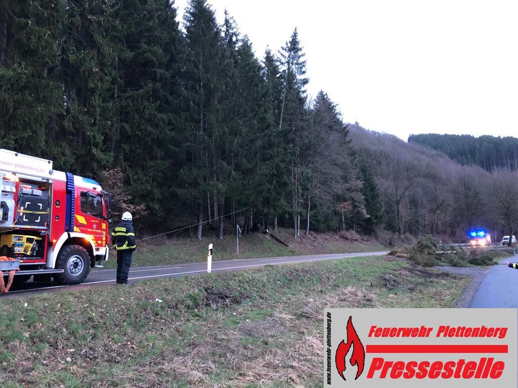 Bilanz eines stürmischen Wochenendes. 32 Einsätze für die Plettenberger Feuerwehr