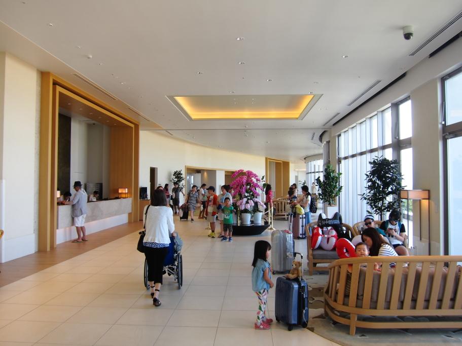 ホテルオリオンモトブリゾート&スパのロビー